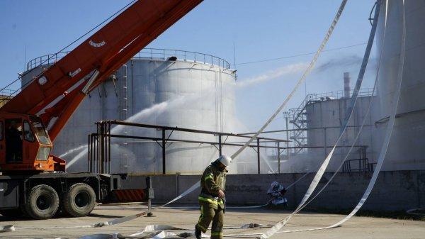 В Одесской области начался пожар на крупной нефтебазе