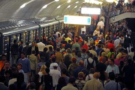 В московском метрополитене призвали и позже объяснили призыв сократить поездки в метро в час пик