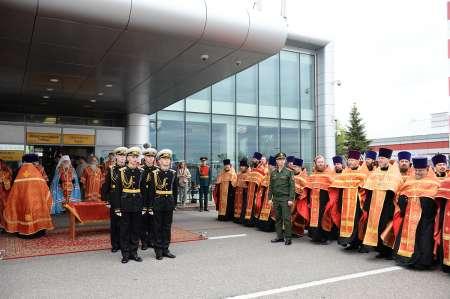 Очередь к мощам Николая Чудотворца в Санкт-Петербурге: власти города организуют социальную очередь