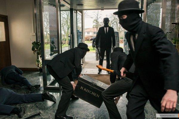 В Москве неизвестные в масках похитили из торгового центра банкомат