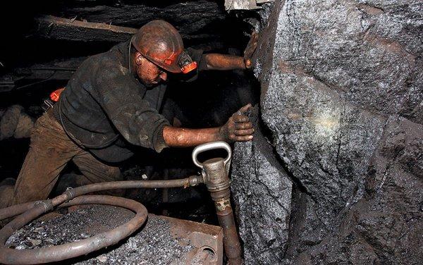 Из-за молнии на Кузбассе загорелась шахта