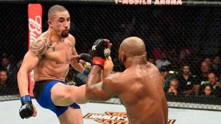 Роберт Уиттакер победил Йоэля Ромеро, став чемпионом UFC: видео боя