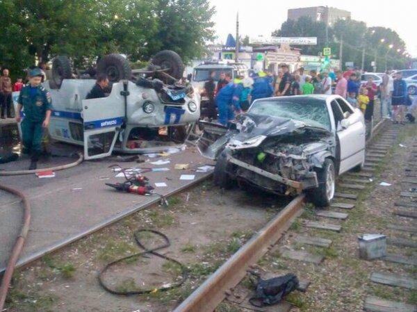 Под Иркутском уходящий от погони водитель «Тойоты» влетел в автомобиль ППС