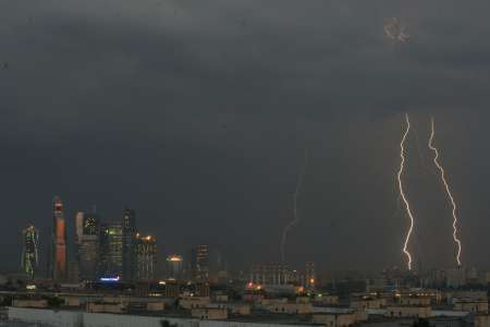 Сильная гроза накроет Москву вечером 9 июля