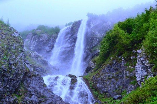 В Сочи возле водопада Поликаря нашли потерявшихся туристов