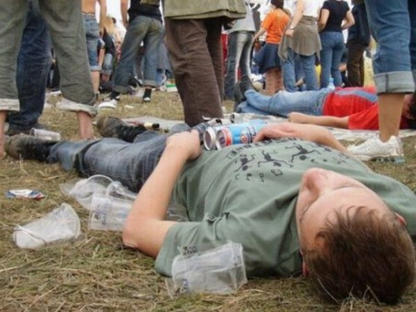 У гостей рок-фестиваля «Нашествие» изъяли около 700 литров алкоголя
