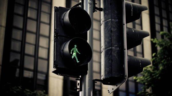 В Ростове по проезжей части бегал голый мужчина