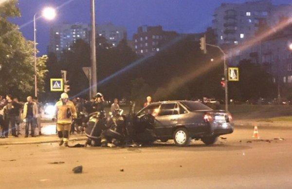 На Гражданском проспекта в аварии пострадали водители иномарки и мотоцикла