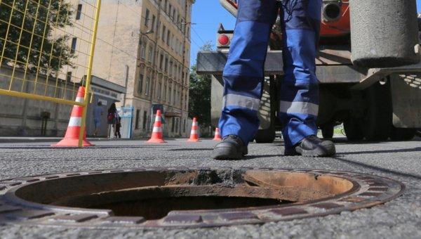 В Петербурге двухлетняя девочка провалилась в канализационный люк