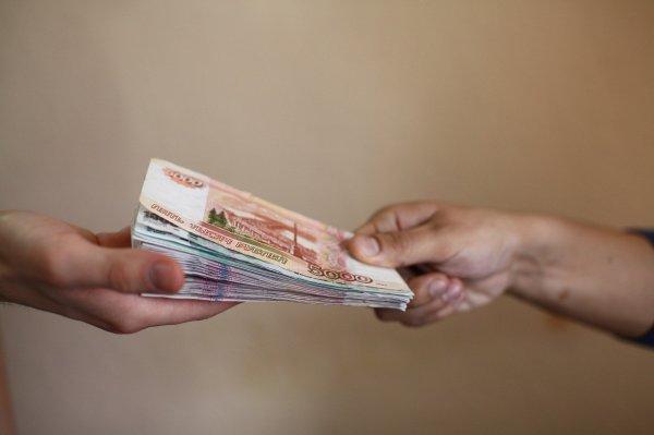 Прокуратура Омска проверяет увольнение за отказ «скинуться на подарок»