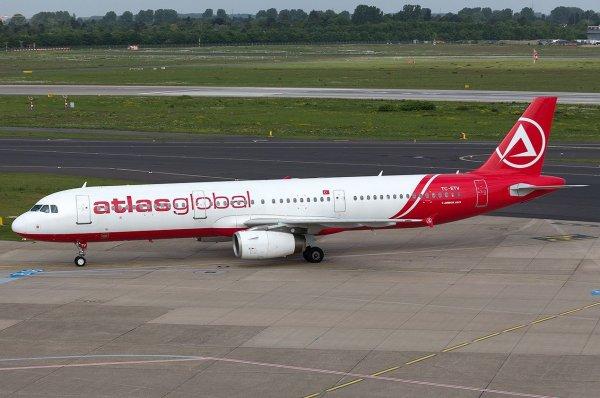 В Казани самолет повредил шасси из-за ошибки пилота