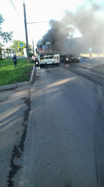 В Красноярске загорелся автобус с пассажирами