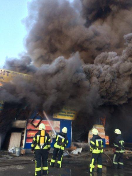 В Москве эвакуированы покупатели и работники магазина из-за пожара