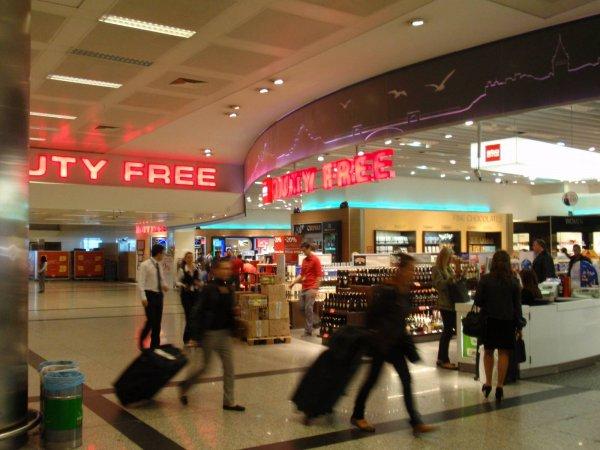 Туристку из РФ удерживали в аэропорту Антальи из-за совпадения