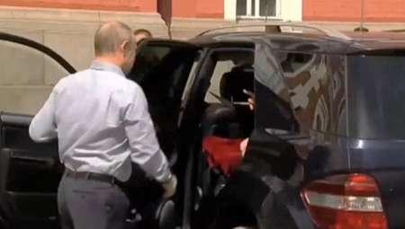 В РПЦ раскрыли секрет красной коробки в автомобиле Путина на Валааме