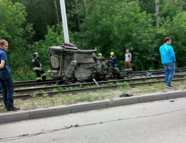 В Кемерово на Логовом шоссе произошло ДТП со смертельным исходом