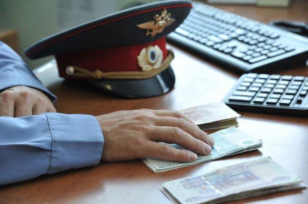 В Москве задержали полицейского за взятку почти в 2 млн рублей
