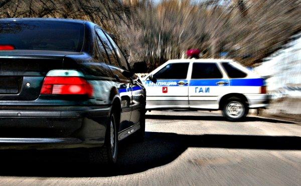 В Москве 17-летний водитель автомобиля спровоцировал погоню с перестрелкой