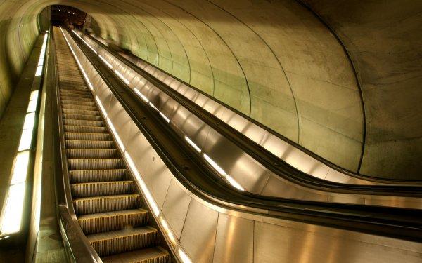 В метро Москвы прокомментировали информацию о затянутой в эскалатор девочке
