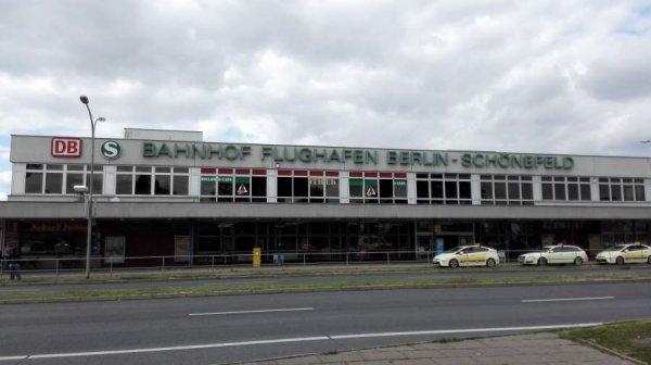В Берлине полиция сообщила об эвакуации терминала аэропорта Шенефельд