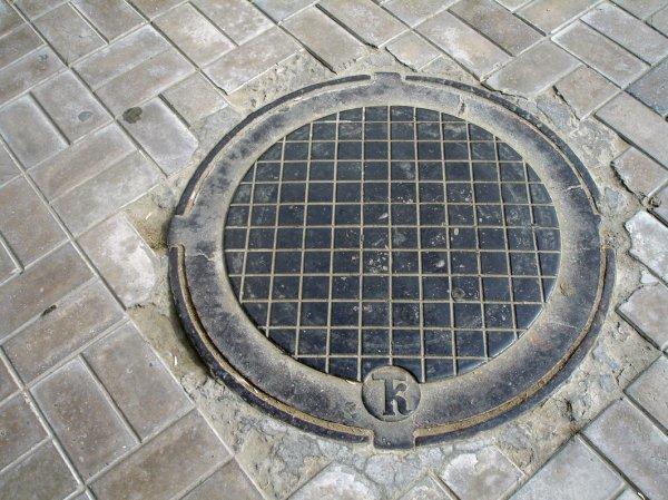 В Москве нашли гниющий в канализации труп