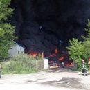 Огромный пожар в Ярославле: горит  200-метровый заброшенный сарай