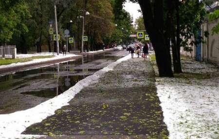 Санкт-Петербург 22 июля засыпало градом, появились сугробы. ФОТО, ВИДЕО