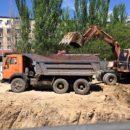 Строители Красноярска чуть не засыпали землей дом с женщиной и ребёнком