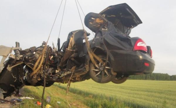 В ДТП под Тюменью погибла семья из четырех человек
