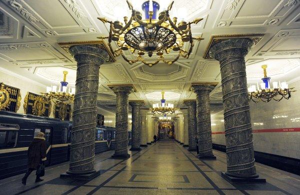 В Питерском метро открыли после проверки станцию «Лиговский проспект»