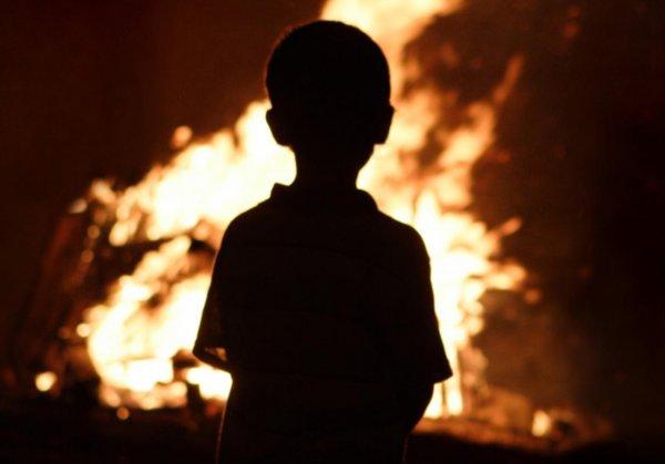 В Саратове ребенок сгорел заживо в сарае, где его заперла мать