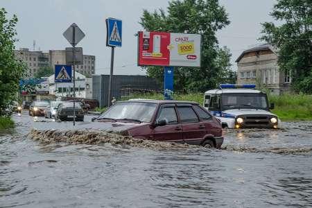 В Архангельске из-за проливного дождя 26 июля автомобили ушли под воду. ФОТО, ВИДЕО