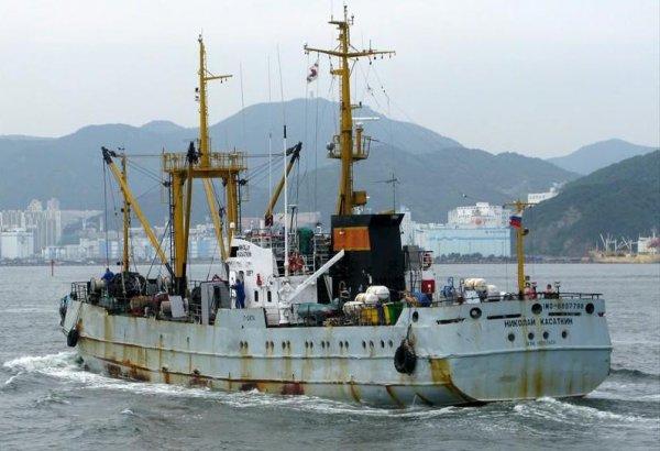 Спасатели разыскивают российского моряка, упавшего за борт в Японском море
