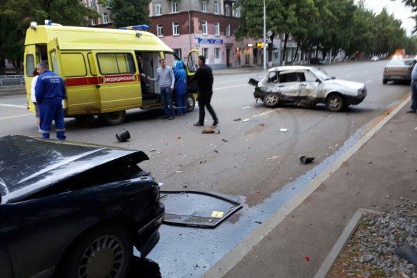 В Уфе серьёзное ДТП: Пьяный водитель ВАЗ влетел в Toyota Corolla