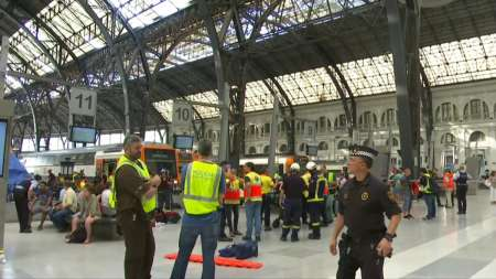 В Барселоне во время аварии поезда на Французском вокзале 28 июля пострадали 50 человек. ФОТО, ВИДЕО