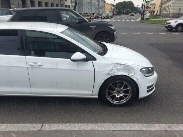 Сотрудники охраны пострадали в Санкт-Петербурге при аварии спецмашины с заключенными