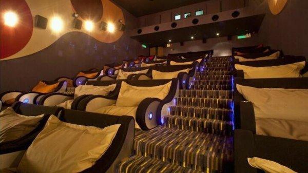 В Москве загорелся кинотеатр