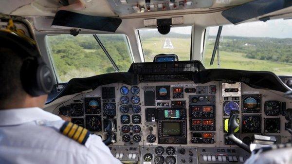 Украинские пилоты посадили поврежденный крупным градом лайнер в Стамбуле