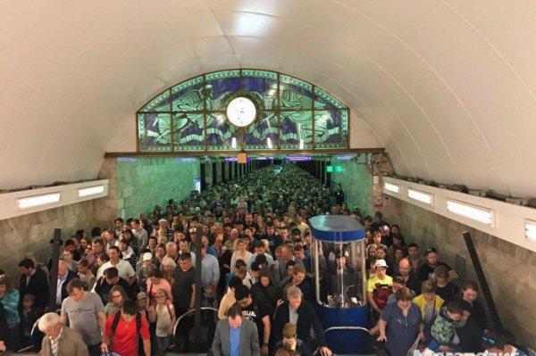 В петербургском метро образовалась давка из-за большого спроса на день ВМФ