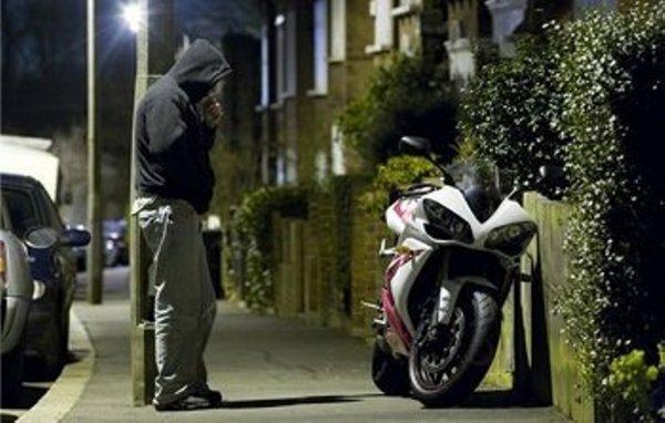 В Петербурге полицейские нашли угнанный пять лет назад в Италии мотоцикл