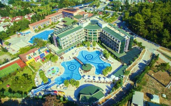 В результате пожара в турецком отеле пострадали 3 русских туриста