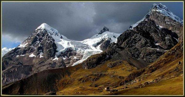 В Перу из-за схода лавины погибли два чилийца и россиянин
