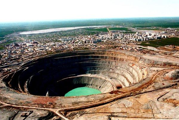 В Сеть выложили первые фотокадры с места затопления шахты «Алросы» в Якутии