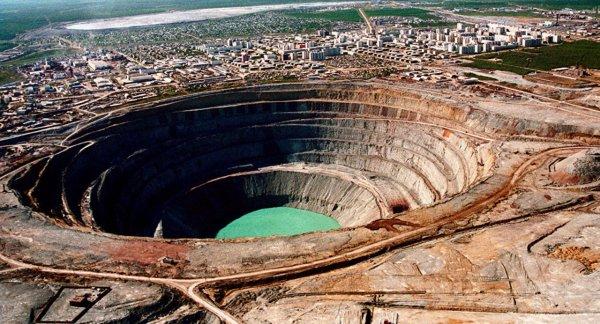 Рабочий из заблокированной шахты