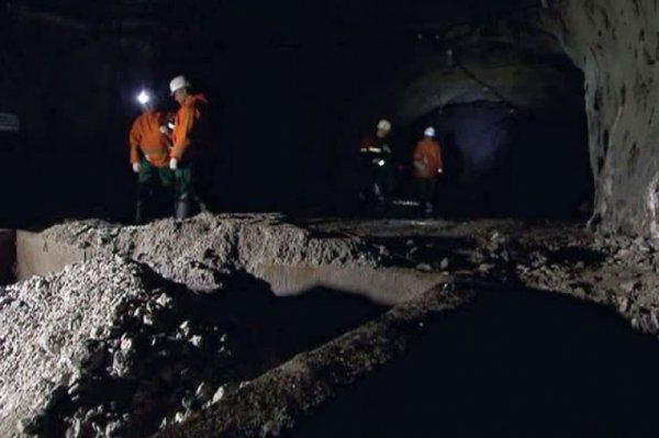 Спасенного шахтера из рудника «Алросы» в Якутии подняли на поверхность
