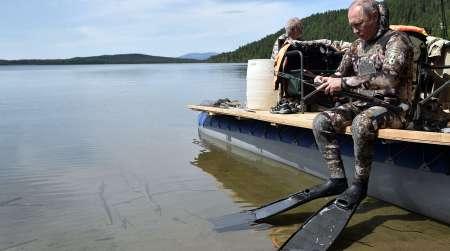 Владимир Путин поймал на рыбалке в Туве 21-килограммовую щуку. ФОТО, ВИДЕО