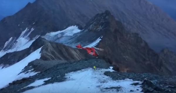 В Альпах разбился спасательный вертолет, вызванный для эвакуации альпиниста