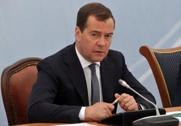 Медведеву отчитались о ходе спасательной операции на руднике