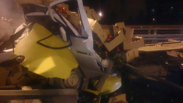 В Санкт-Петербурге водителя «Газели» раздавило ящиками с овощами