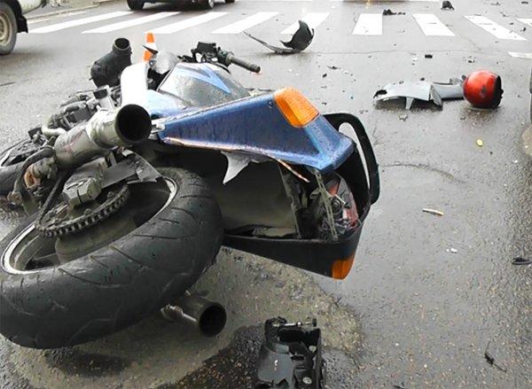 15-летняя девочка оказалась в реанимации после наезда мотоциклиста в Кемерове